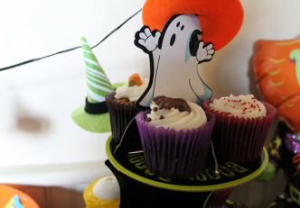 happy halloween cupcakes sainsburys poundland stand
