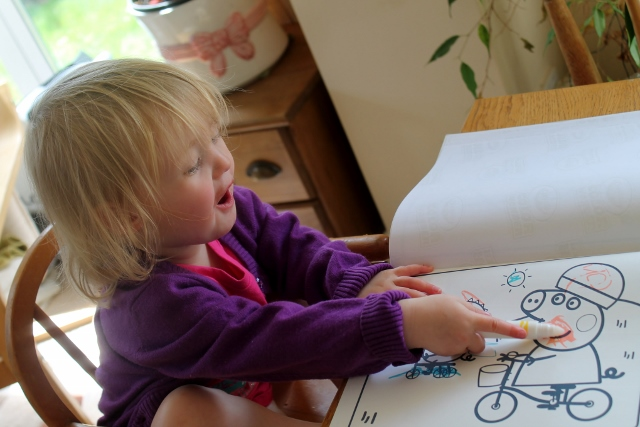 Little B colouring in (640x427)