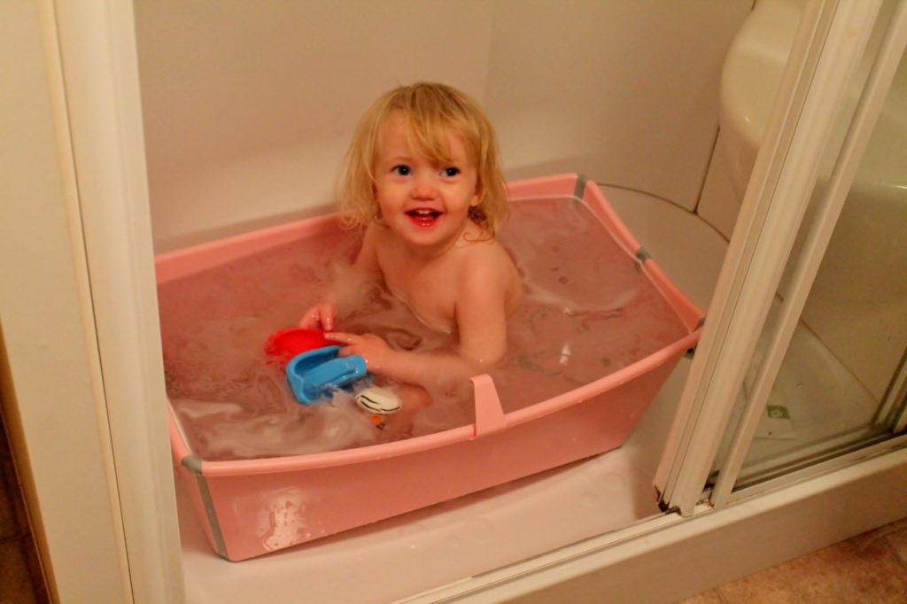 toddler in flexi bath stokke parkdean cherry tree