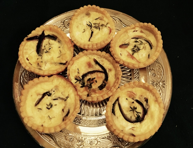 goats-cheese-and-red-onion-tarts-640x493