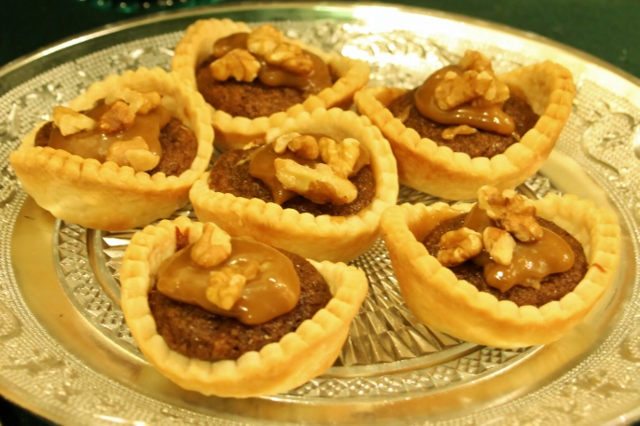 sticky-toffee-tarts-640x426