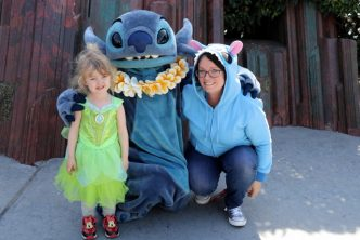 Disneyland Paris meeting Stitch (640x427)