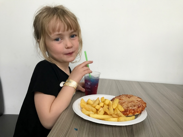 waltham forest feel good centre kids pizza and chips cafe (640x480)