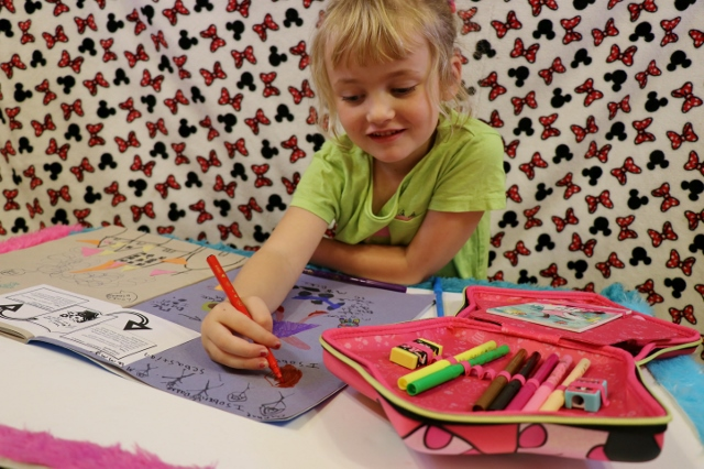 minnie mouse stationery set doing school homework